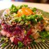 鮮度抜群の河内鴨ユッケの丼はトリュフの風味が効いて抜群に旨いです! 北区堂山町 「薪と炭の炙り焼き キッチンひろ」
