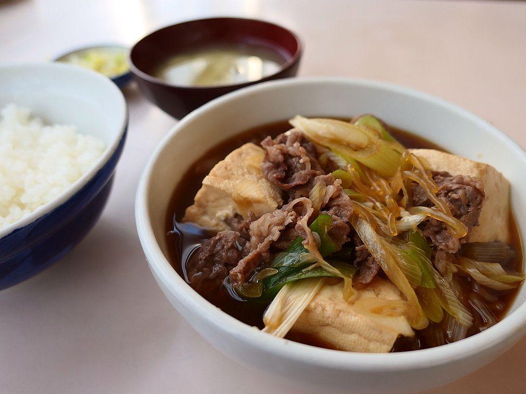 市場の濃い~味付けの肉豆腐はビールもご飯も進みます! 築地市場内 「磯野家」