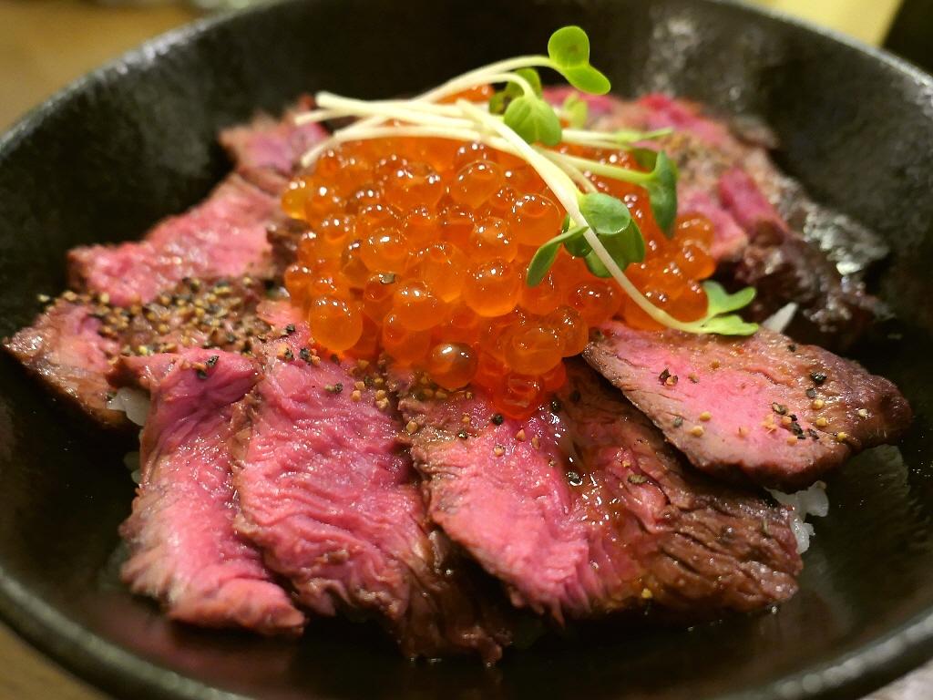 ジューシーなお肉といくらの旨みが一度に楽しめる『にくら丼』が登場しました! 心斎橋 「ロマン亭 心斎橋店」