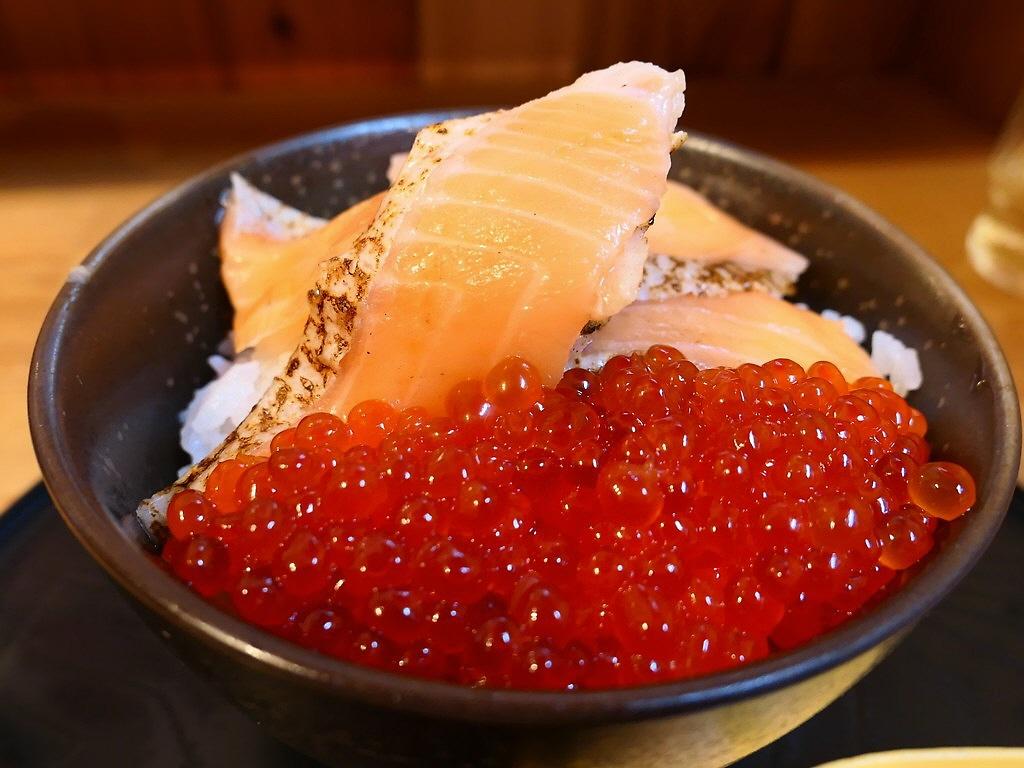 美味しくてリーズナブルな海鮮丼専門店!かえネタも出来てとても満足感が高いです! 京都市伏見区 「魚楽」