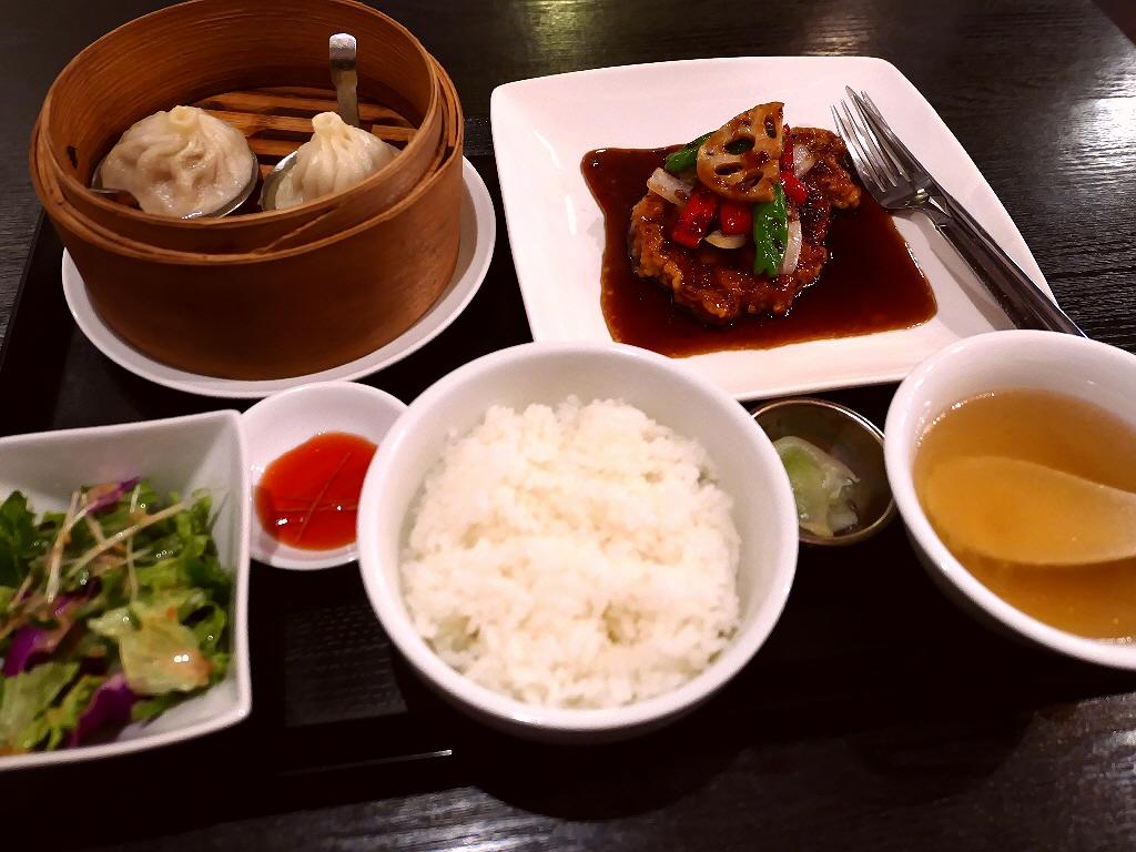 """輝かしい経歴を持たれるシェフによる名物""""一枚肉の黒酢酢豚""""は食べ応え満点で高級感溢れる味わいです! 深江橋 「中国料理 隆」"""