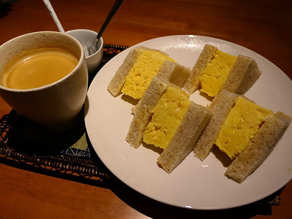 抜群の味付けの厚焼き玉子サンドは玉子もパンもふわふわで満足感が高すぎます! 心斎橋 「Natural Sapple(ナチュラル・サプリ)」