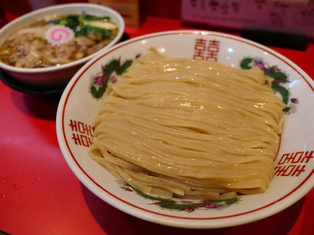 幻の小麦『はるゆたか』配合の自家製麺の濃厚な甘みと感動的な風味は唯一無二の美味しさです! 西区新町 「カドヤ食堂」
