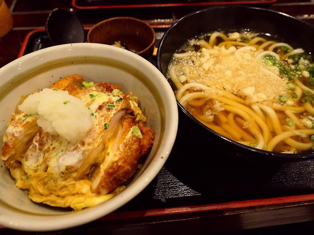 木酢鶏のかつ丼とうどんのボリューム満点のお得ランチ! 北区大淀南 「木酢鶏黒石焼とうどん 讃」