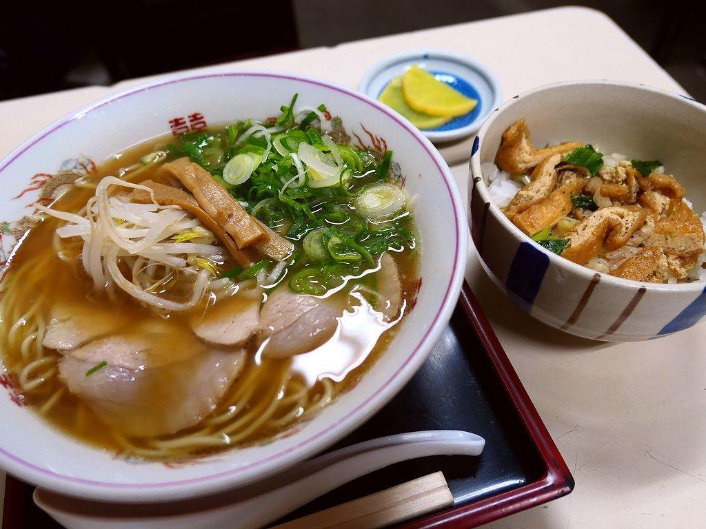 都会のど真ん中で昭和の雰囲気が残る食堂の優しい味わいの中華そばに癒やされます。 京都市下京区 「萬福」