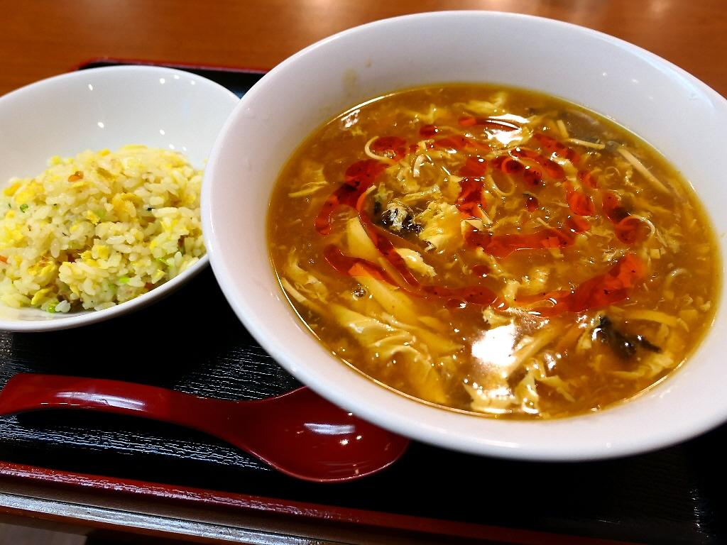 酸っぱくて旨みたっぷりでピリ辛で熱々の酸辣湯麺は体の芯から温まって幸せいっぱいです! 中央区材木町 「龍華軒」