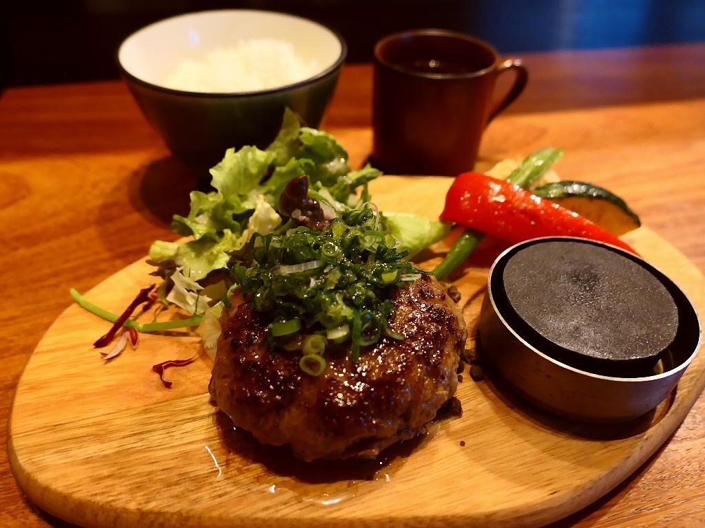 こだわりの九州産黒毛和牛100%ハンバーグは感動の美味しさです! 北区中崎西 「梅田肉料理きゅうろく」