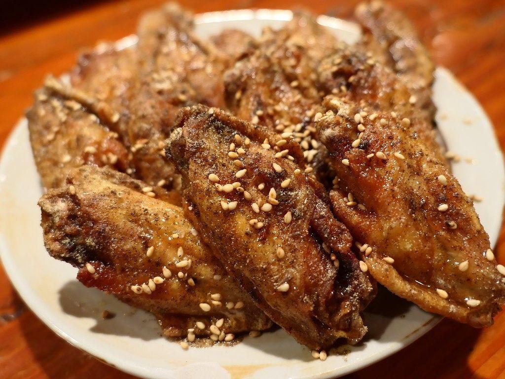 一度食べたら病み付きになるほど美味しい手羽唐揚げが食べられる地元で絶大に支持される焼鳥屋さん! 港区 「かみがき」