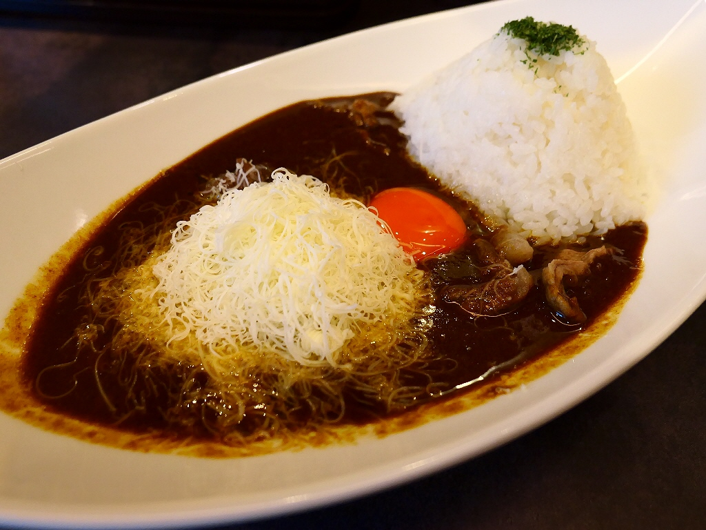大人気ラーメン店プロデュースの豚骨スープがベースになった濃厚で病みつき系の味わいのカレー専門店がオープンしました! 桃谷 「豚骨黒カレー MECHA」