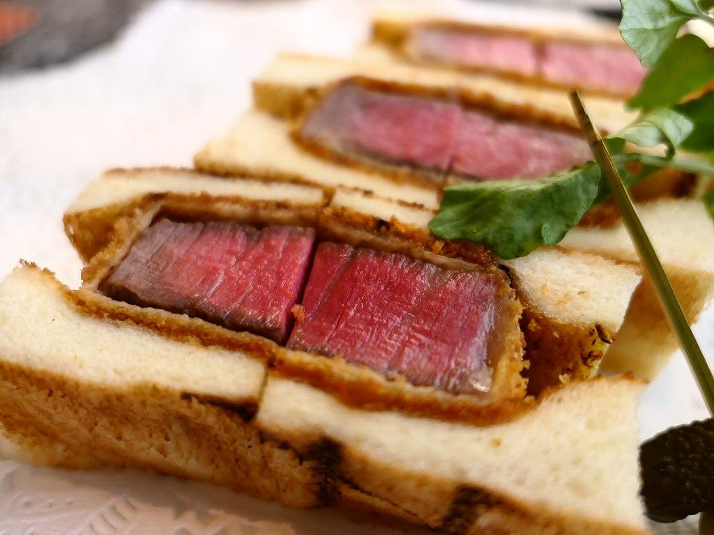6代目おけいはんも大絶賛!誰が食べても心から感動するほど美味しい超絶品ビフカツサンド! 枚方市 「肉の松阪 さんぷら座店」