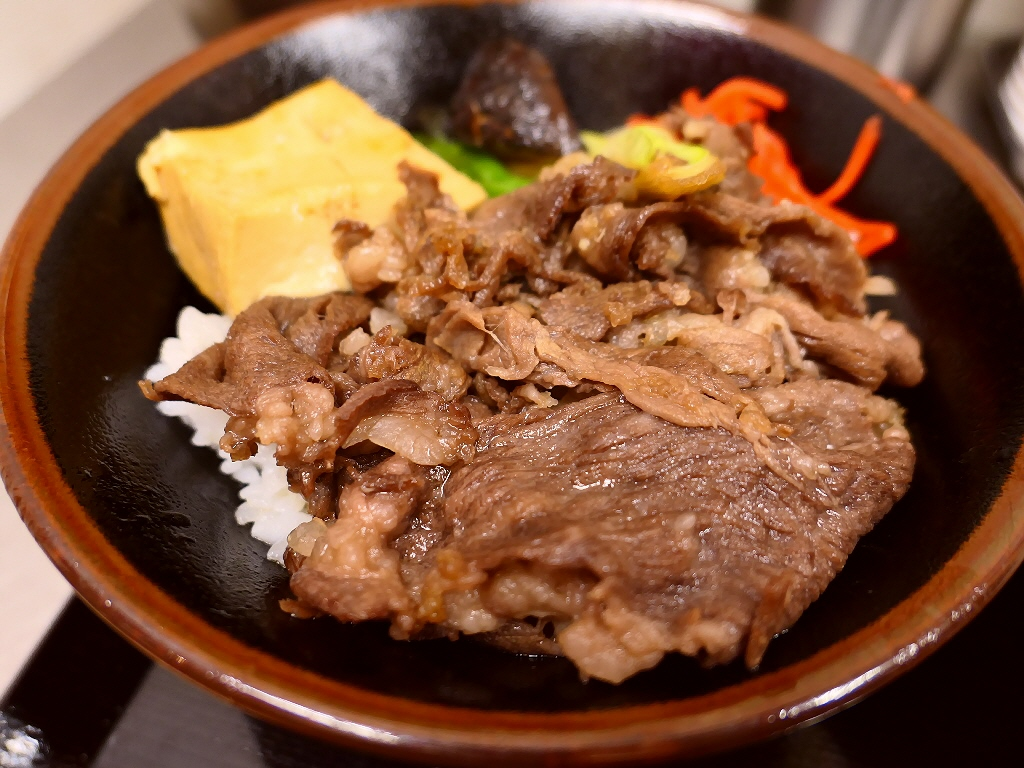十三駅前でお手軽に美味しいすき焼き丼が食べられます! 十三 「肉のヤマキ商店」