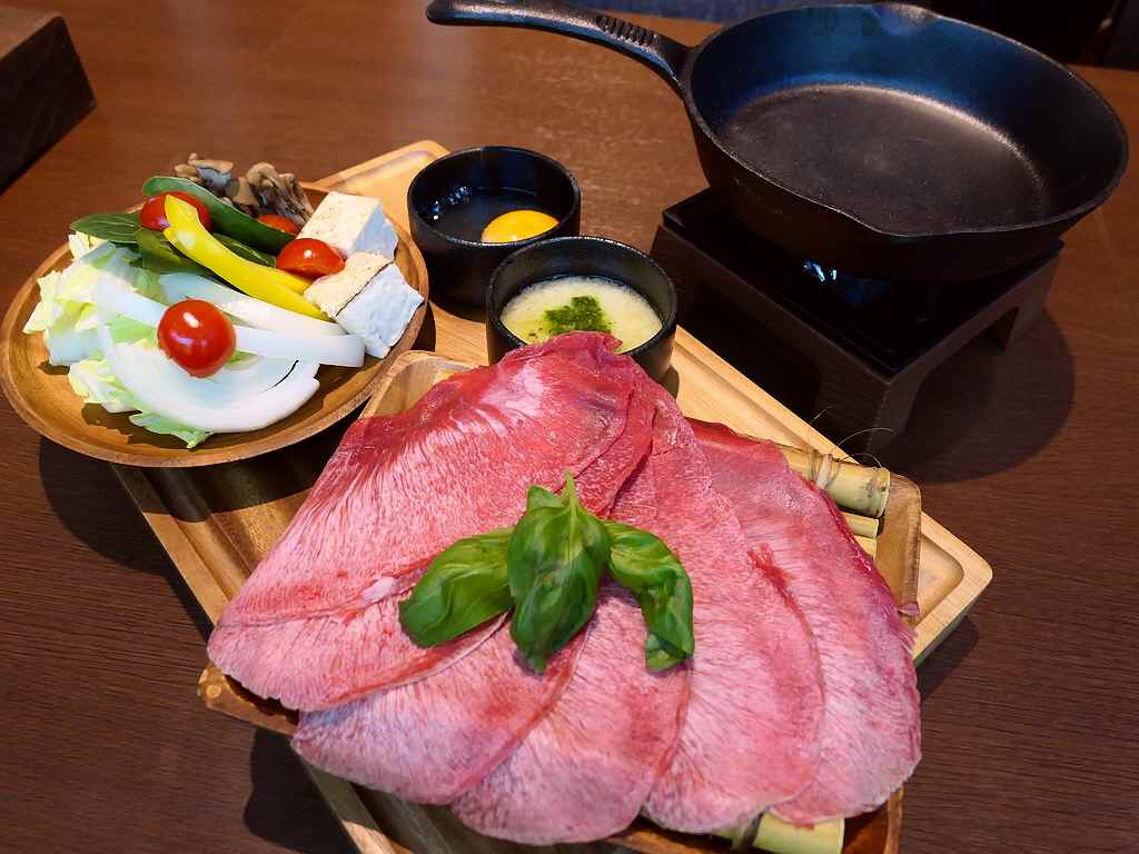新登場の牛タンの洋風すき焼きは新感覚の美味しさでワインとの相性が抜群です! 本町 「MEAT DINING River:Ve (リバーベ)」