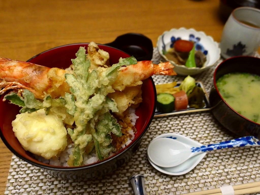 九州の旬の食材がいただける割烹の高級感溢れる空間でお値打ちの天丼ランチ! なんば 「九州の旬 博多廊 法善寺店」
