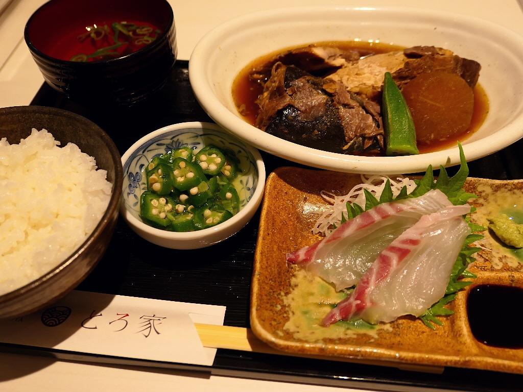 ニューオープンのフードコートでリニューアルオープンした海鮮丼専門店の週替り魚定食は美味しくてボリューム満点で満足感が高すぎます! 阪急三番街 「堂島とろ家 阪急三番街店」