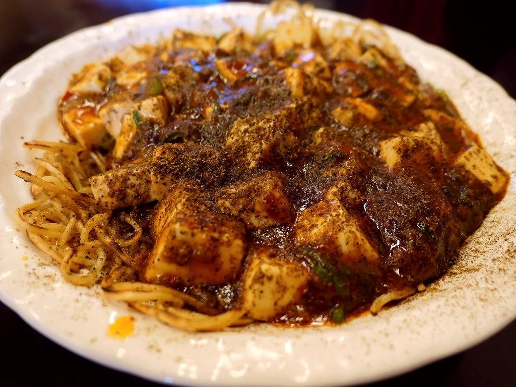 ボリューム満点の定食類と特大ちゃんぽんが大人気のお店ですが・・・超本格四川麻婆の汁なし麺が絶品です! 奈良県生駒郡 「オリンピック飯店」