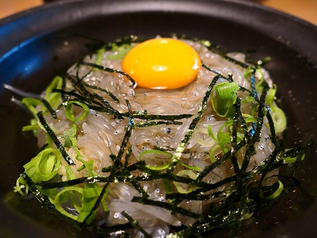 大阪でも鮮度抜群の美味しい生しらす丼が食べられます! 岸和田市 「泉州海鮮 きんちゃく家」
