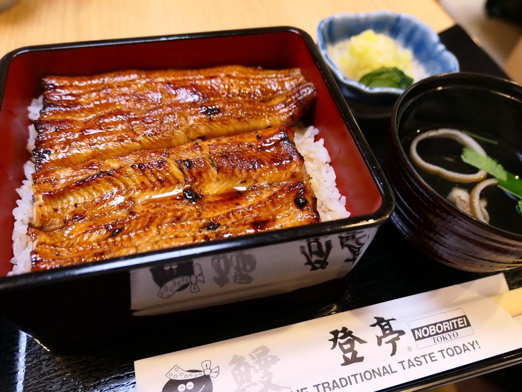 感動的に美味しい江戸前のうな重がうなぎ高騰のこのご時世で銀座でこの価格でいただけるのは驚異的です! 東京銀座 「登亭 銀座店」