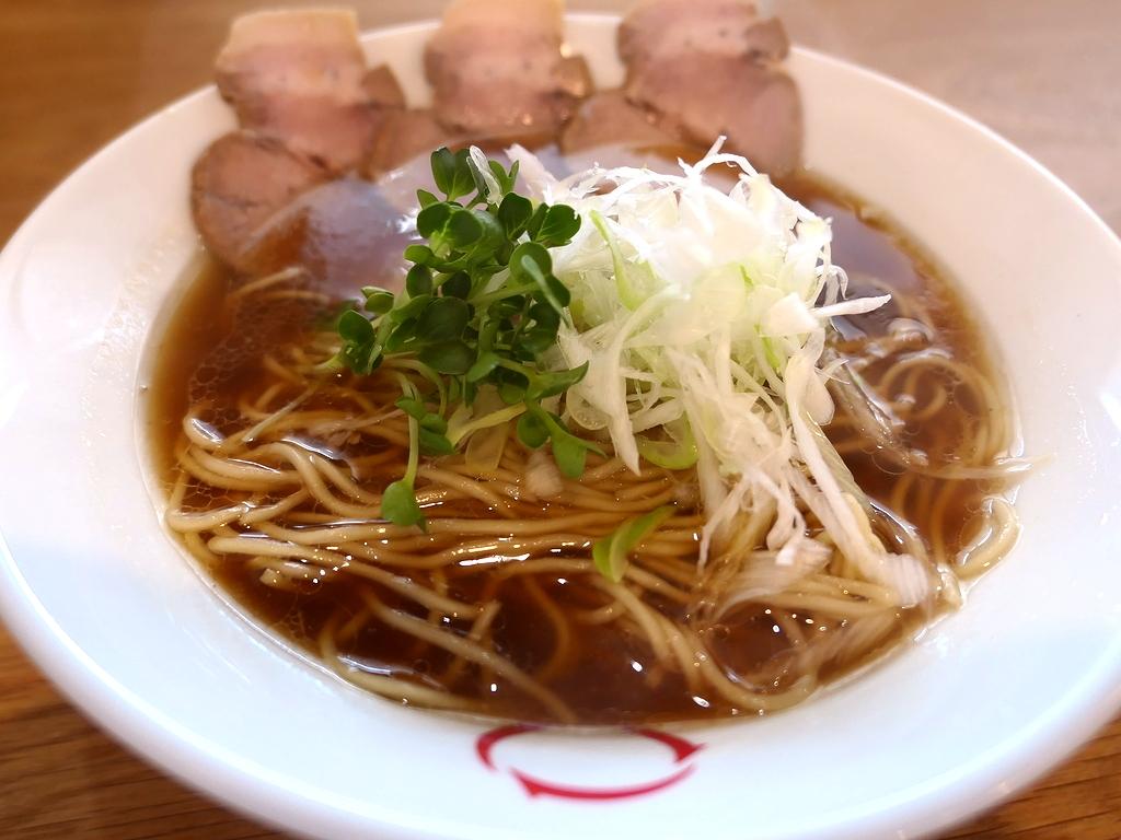 宗田鰹と鶏の旨みが凝縮したスープは思わず唸ってしまうほど旨い完成度の高い中華そば! 江坂 「零(ゼロ) 江坂店」