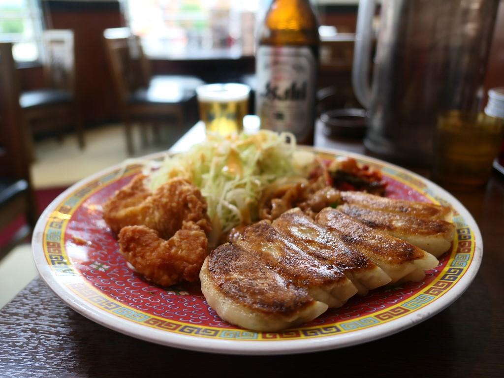 休日の昼飲みには最適のビールセットは満足感が高いです! 大正区 「餃子の王将 大正店」