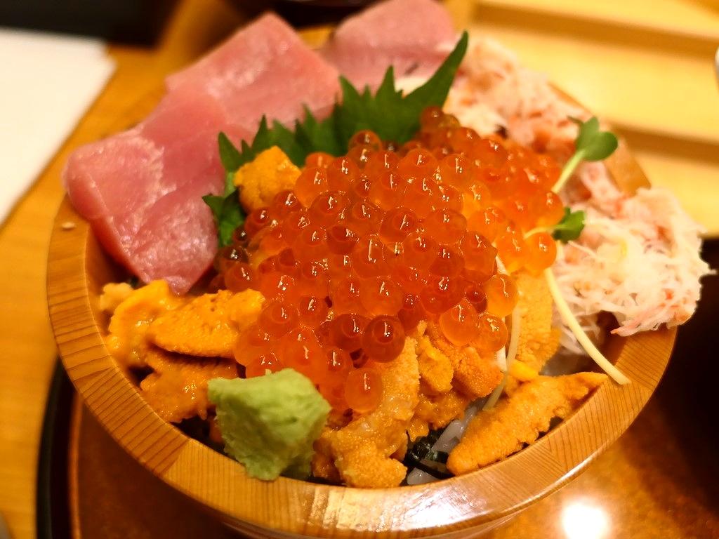 北海道産の高級雲丹がたっぷり乗った贅沢なうに丼がとてもリーズナブルにいただけます! 福島区 「ねた市 福島店」