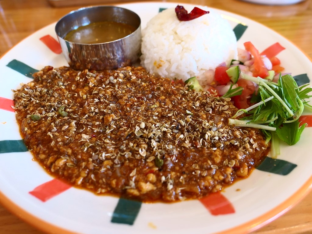 カレー専門店の麻婆豆腐は深い旨みとスパイスがしっかり効いて病みつき系の味わいです! 天満 「26カレー」