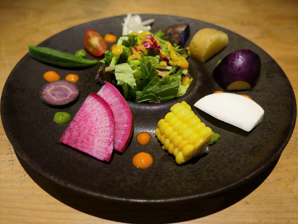 名店出身シェフによる絶品ハンバーグとこだわり野菜料理がいただける雰囲気も抜群のお店がオープンしました! 京都市中京区 「肉ばたけ」