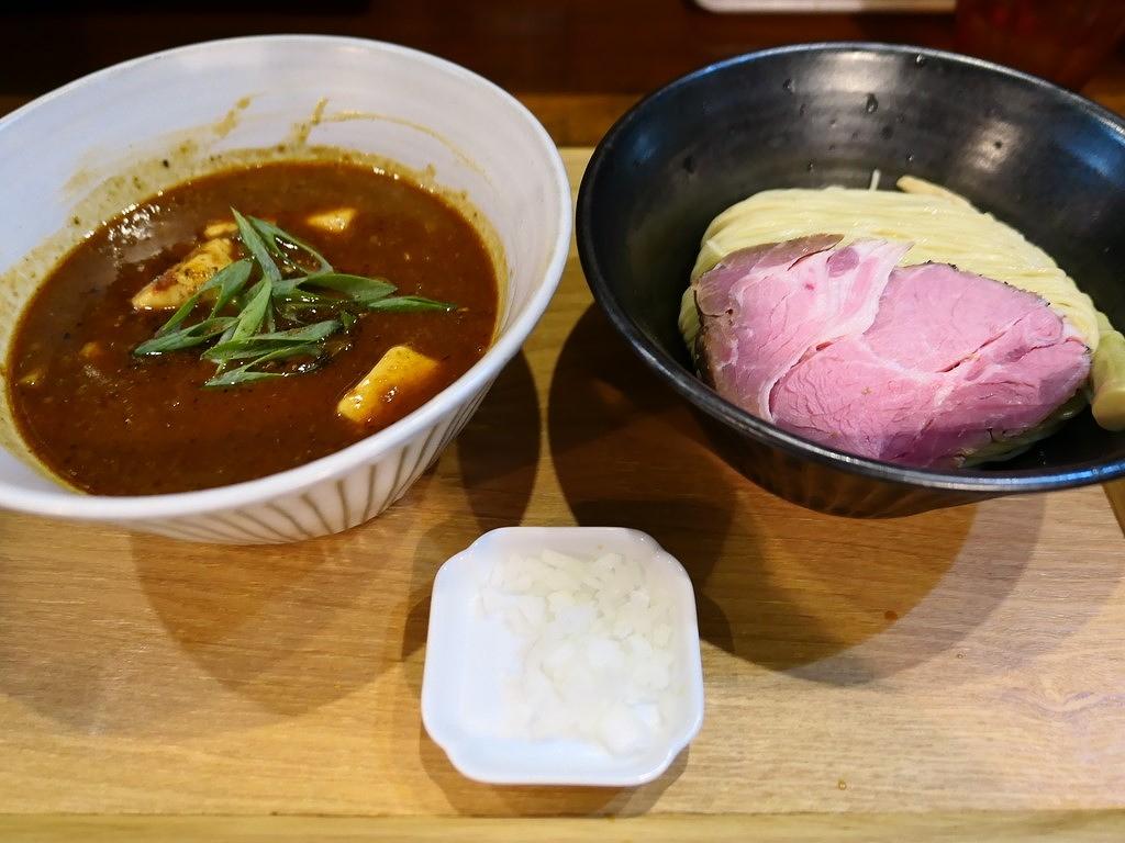 待ちに待ったSNS告知限定の魚介豚骨ベースの麻婆つけ麺は絶叫するほどの美味しさでした! 西区新町 「いかれたNOODLE Fishtons」