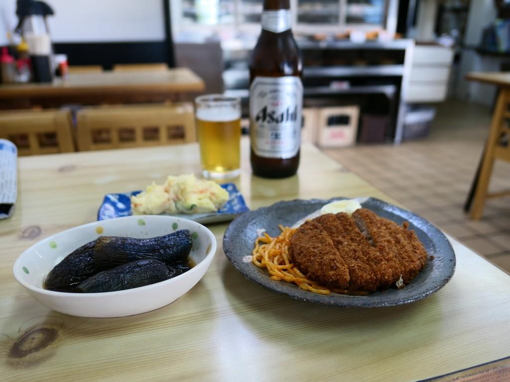 地元で長く愛される豚汁が名物の食堂で朝飲みが楽しめます! 西区南堀江 「成金屋食堂」