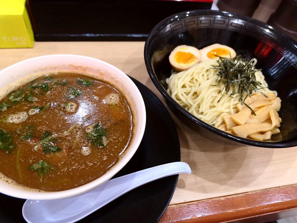 絶品の濃厚豚骨スープにイリコを加えた独自の魚介豚骨つけ麺は感動的に旨かったです! 大正区 「中華そば 花京 大正店」