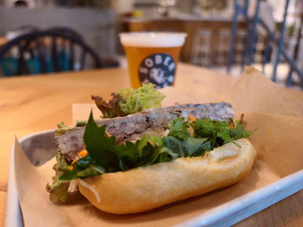 """ベトナムのサンドイッチ """"バインミー"""" を始めとするベトナム料理がお手軽にいただける使い勝手抜群のお店がオープンしました! 西心斎橋 「SOBER TIGER」"""