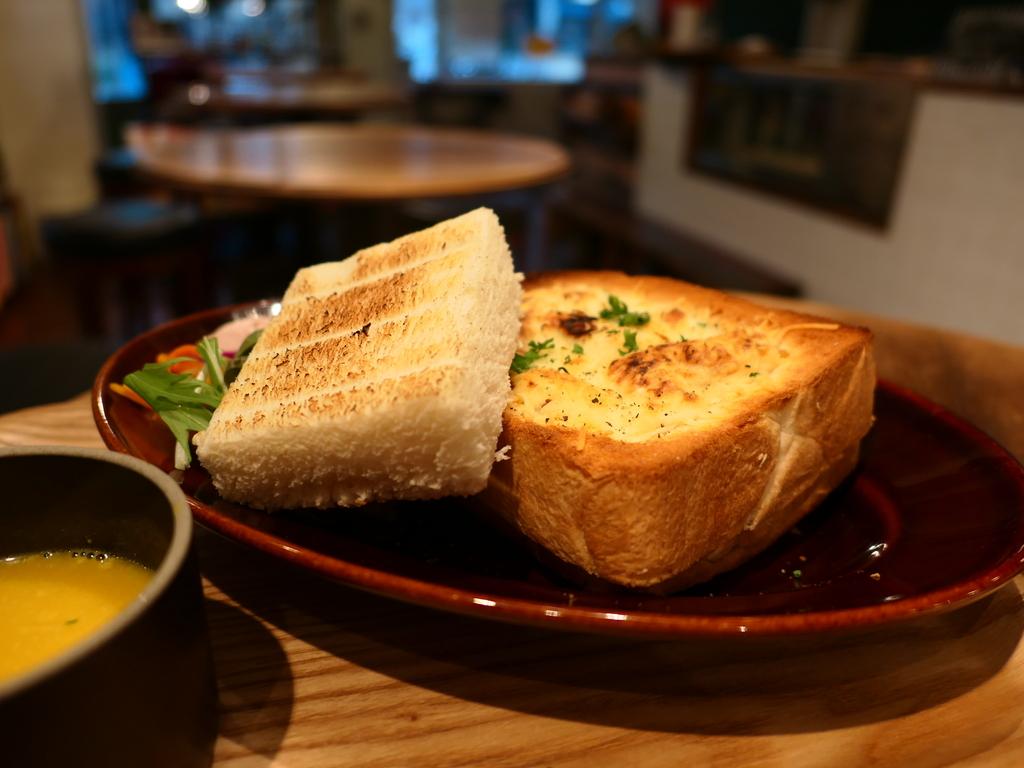 パン好きにはかなり満足感が高いパングラタンランチが登場! 西区京町堀 「グローブピッコラ」