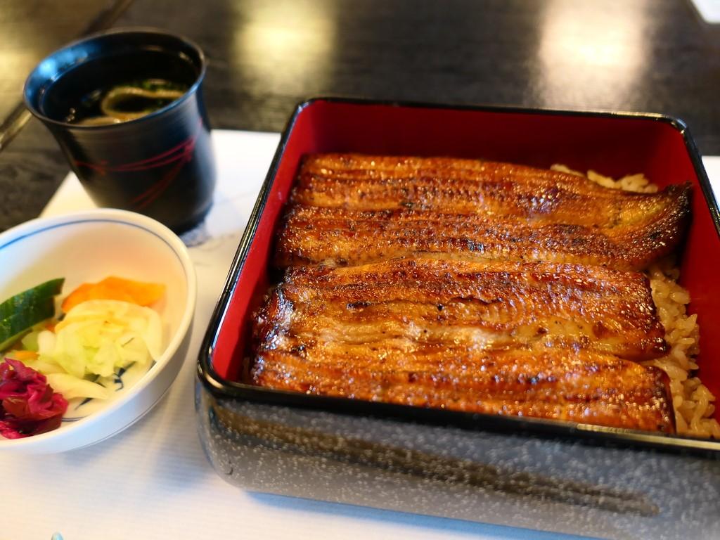 東京の老舗の江戸前うなぎはあっという間にとろける感動的な美味しさです! 東京 「鰻割烹 伊豆栄 本店」