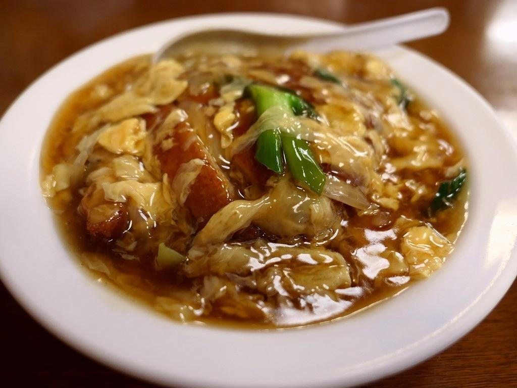 大衆中華の昔懐かしい味わいの中華風カツ丼! 本町 「珍八香 (チャコ)」