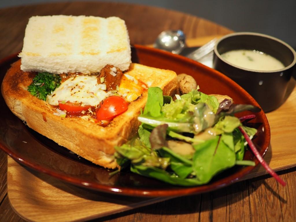 ちょっとびっくりな美味しさの麻婆豆腐の入った箱パンランチに感動! 西区京町堀 「グローブピッコラ」