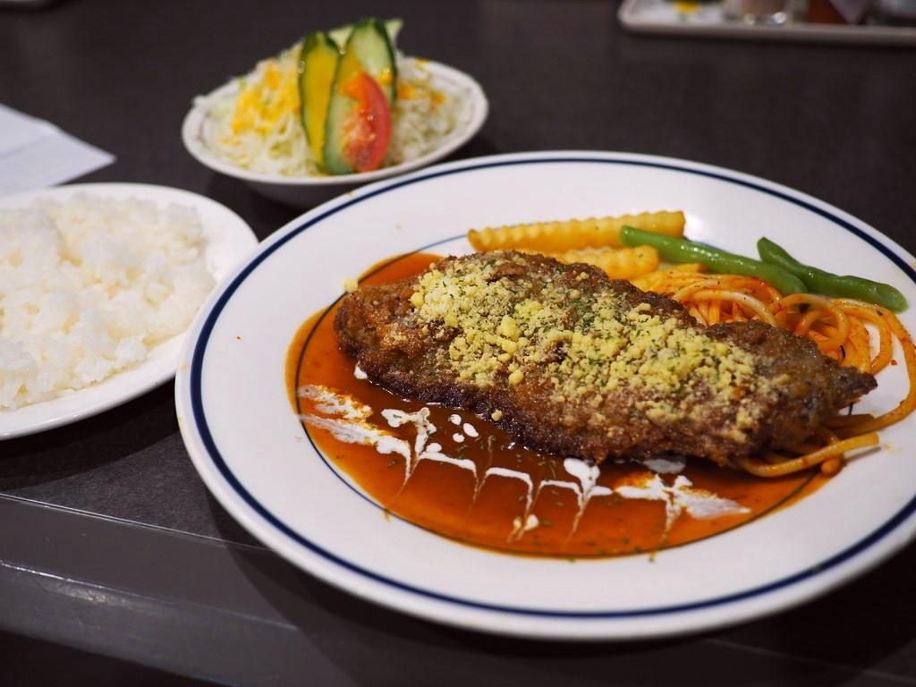 梅田のど真ん中で『早い!安い!旨い!』洋食が食べられるサラリーマンが殺到するライトランチが大人気の老舗洋食屋さん! 新梅田食道街 「レストラン マルマン」