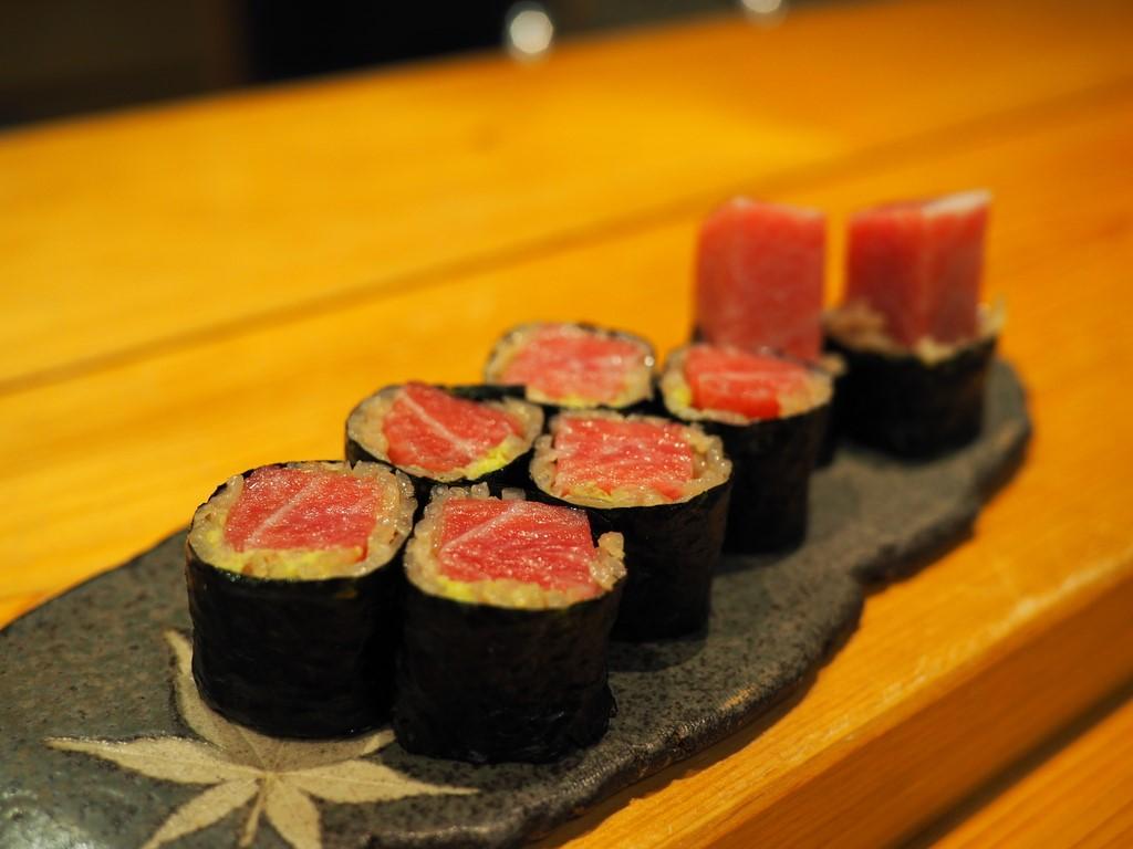 正統派の江戸前寿司を追求しつつ抜群の遊び心で感動を与えていただける名店で誕生日を祝ってもらいました(^^ 福島区 「鮨 永吉」