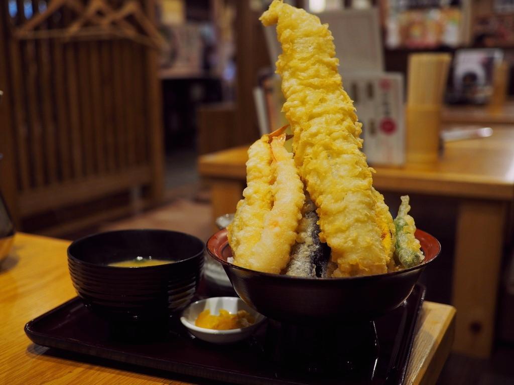 揚げたての熱々サクサクの絶品天ぷらをアテに昼飲みが楽しめます! 富田林 「天ぷら海鮮 五福 富田林店」