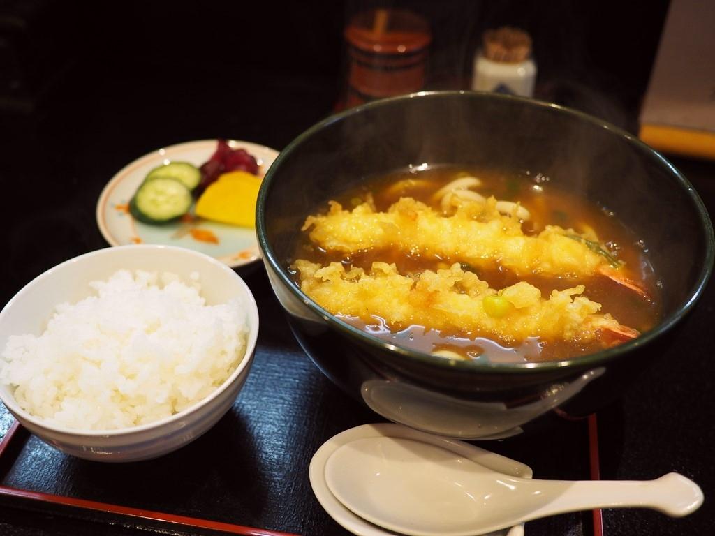 お出汁がよ~く効いた名物カレー天ぷらうどんはしみじみ美味しくて体の芯から温まります! 日本橋 「御食事処 あさひ」