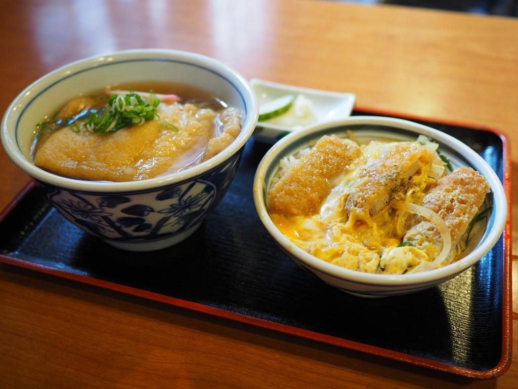 お出汁がしみじみ旨いお蕎麦屋さんのたぬきとミニかつ丼のセットでお腹いっぱいほっこり温まりました! 福島区 「鷺洲やまがそば」