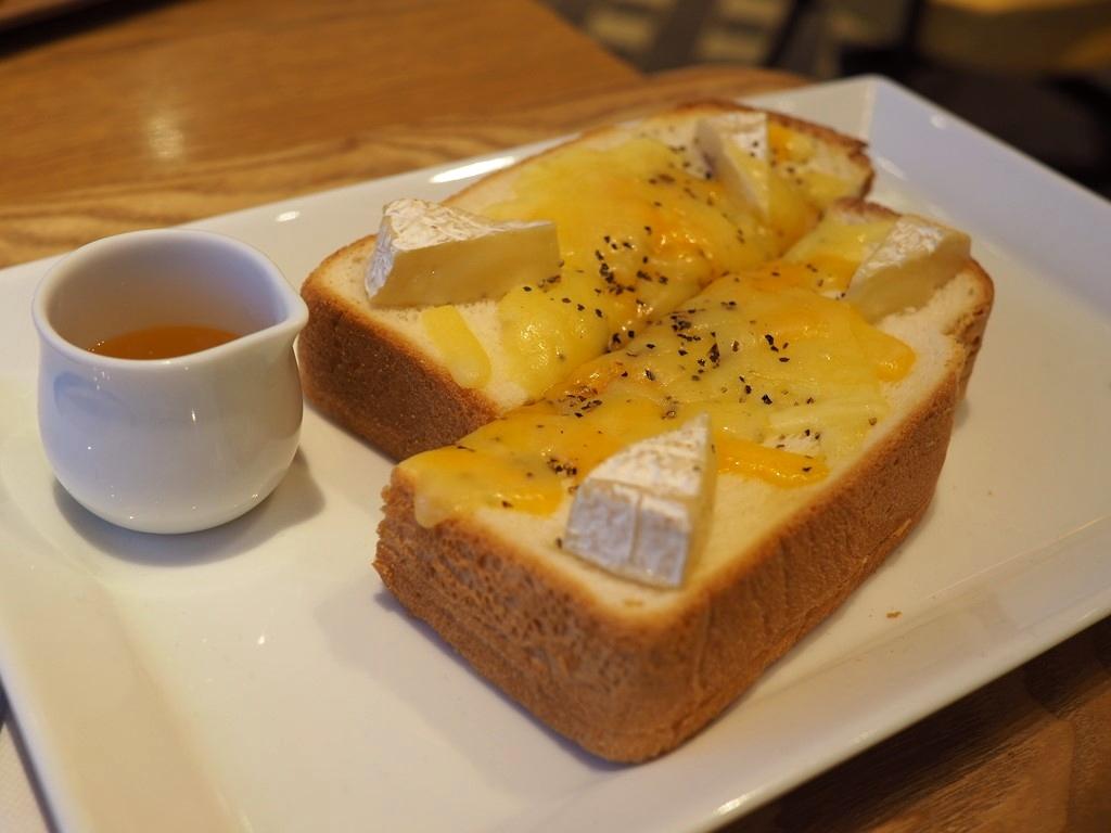 チーズタルトの人気カフェのチーズトーストとチーズティーは新感覚の美味しさです! 梅田 「焼きたてチーズタルト専門店PABLO 梅田HEP FIVE店」