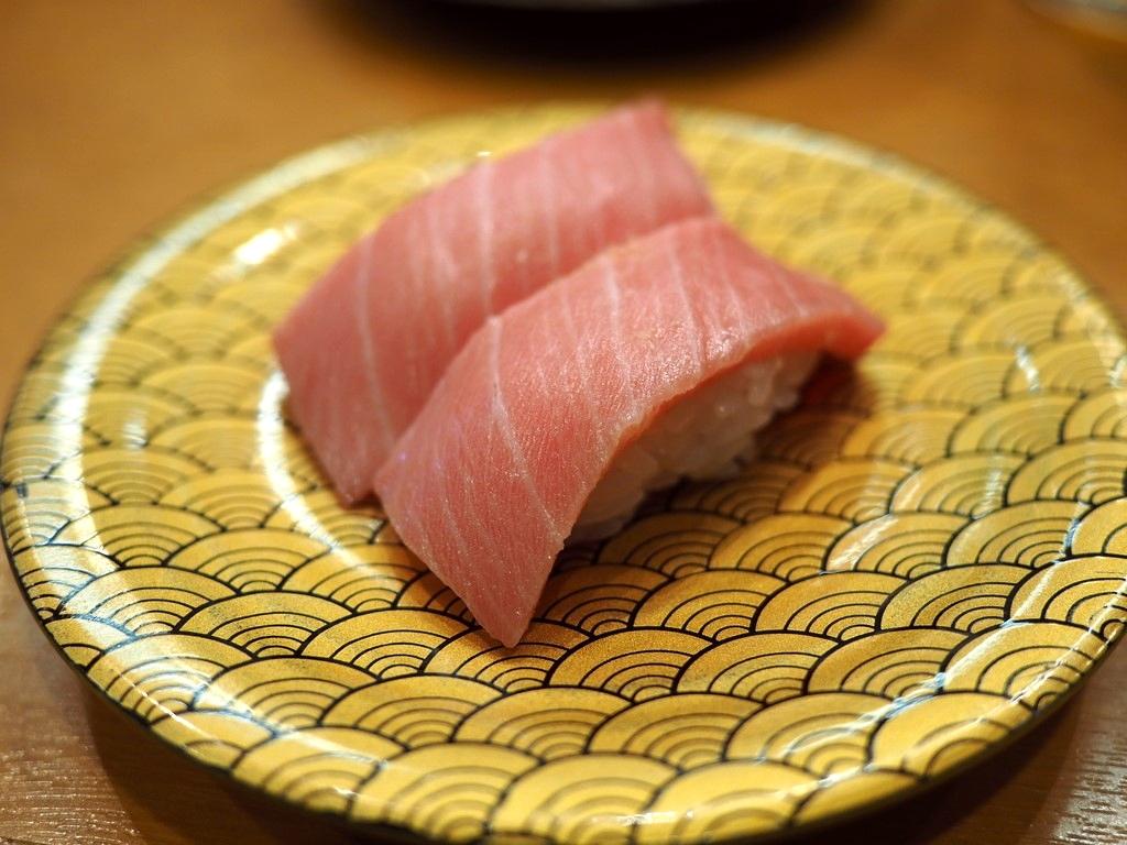 回転寿司の域をはるかに超えたネタの鮮度とクオリティが高すぎる市場内の人気回転寿司! 福岡市中央区 「市場ずし 魚辰」