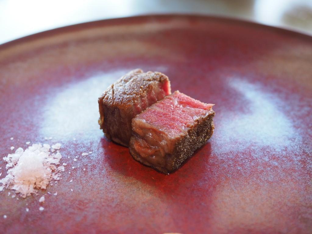 お肉の旨みの潜在能力を最大限に引き出す究極の焼き加減のステーキがいただけます! 帝国ホテル大阪 「鉄板焼 嘉門」