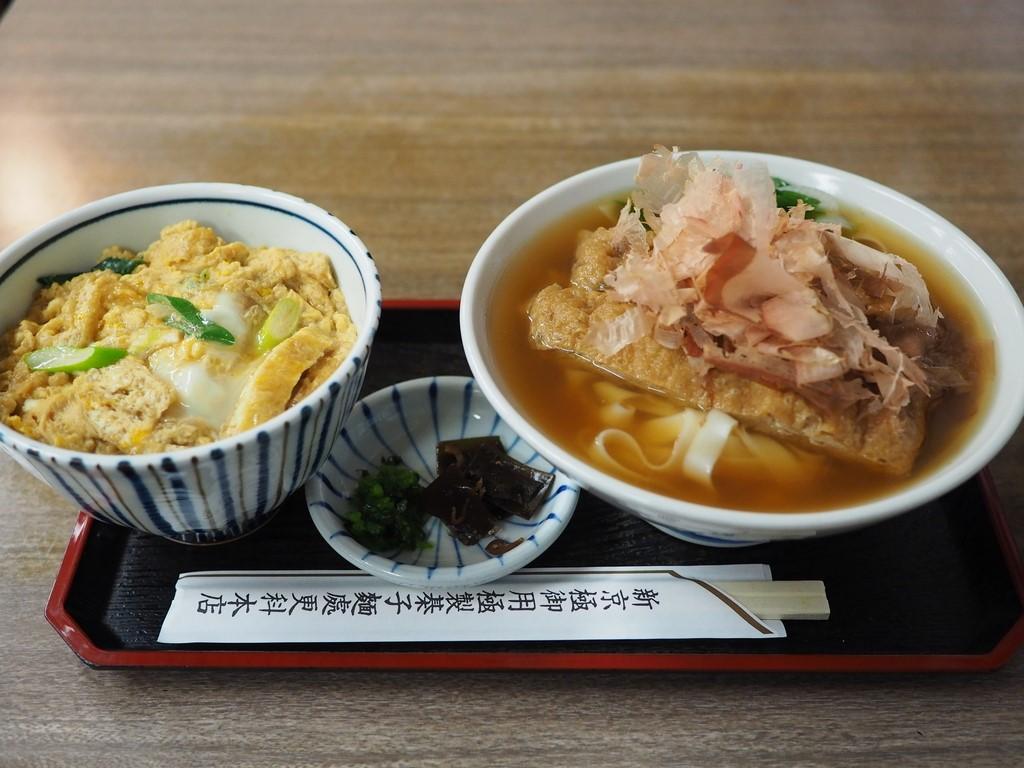 名物のきしめんは麺もお出汁もとっても美味しくて『ひらり、つるり、ぺろり』と食べてしまいます(^^ 京都市中京区 「更科 本店」