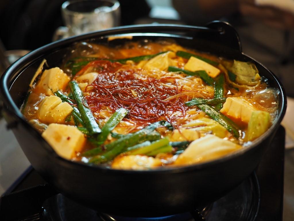 味の変化が楽しめる病みつきになる美味しさの痺れ鍋! 京橋 「昭和大衆ホルモン 京橋北店」