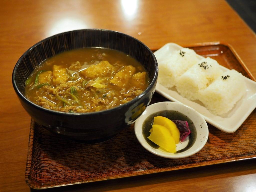 地元で人気のお蕎麦屋さんの藤井聡太棋士も大好きなお出汁がよ~く効いたカレーうどんは唸るほど美味しかったです! 福島区 「福島やまがそば」