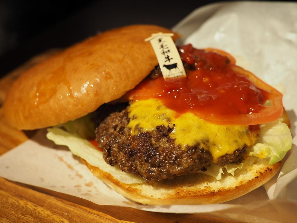 大人気肉料理店『肉ya!』プレゼンツ!厳選和牛100%のジューシーパテとこだわりバンズの絶品ハンバーガーショップがオープンしました! 中央区島之内 「肉ya Burgers(ニクヤバーガーズ)」