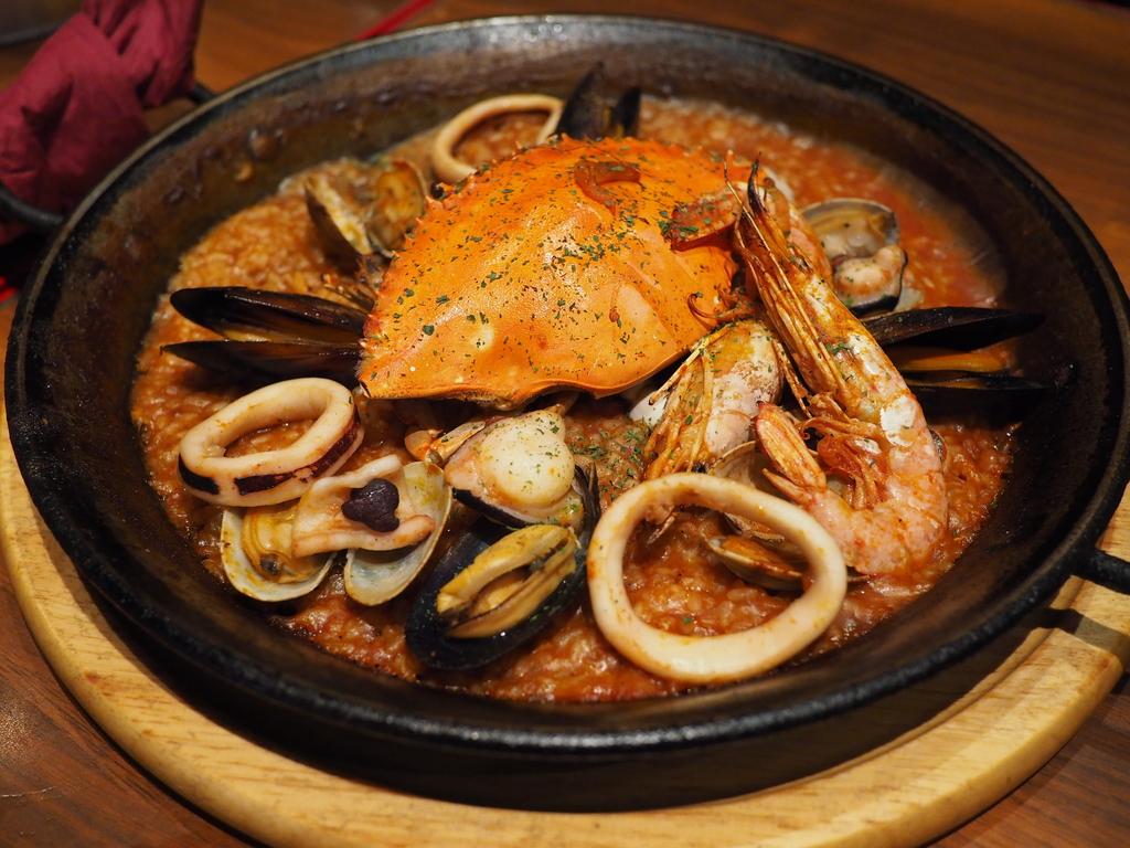 本格的な味わいのスペイン料理がとてもお手軽にいただける使い勝手抜群の大人気店! 難波 「スペインバル Massa」