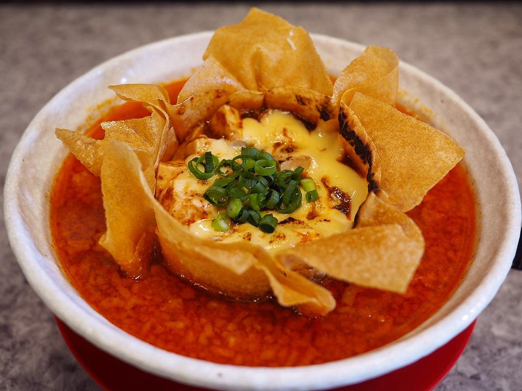 絶品麻婆麺にチーズトッピングが加わってここでも人気の『麻婆×チーズ』が楽しめます! 関目高殿 「男のラーメン 関目団長」