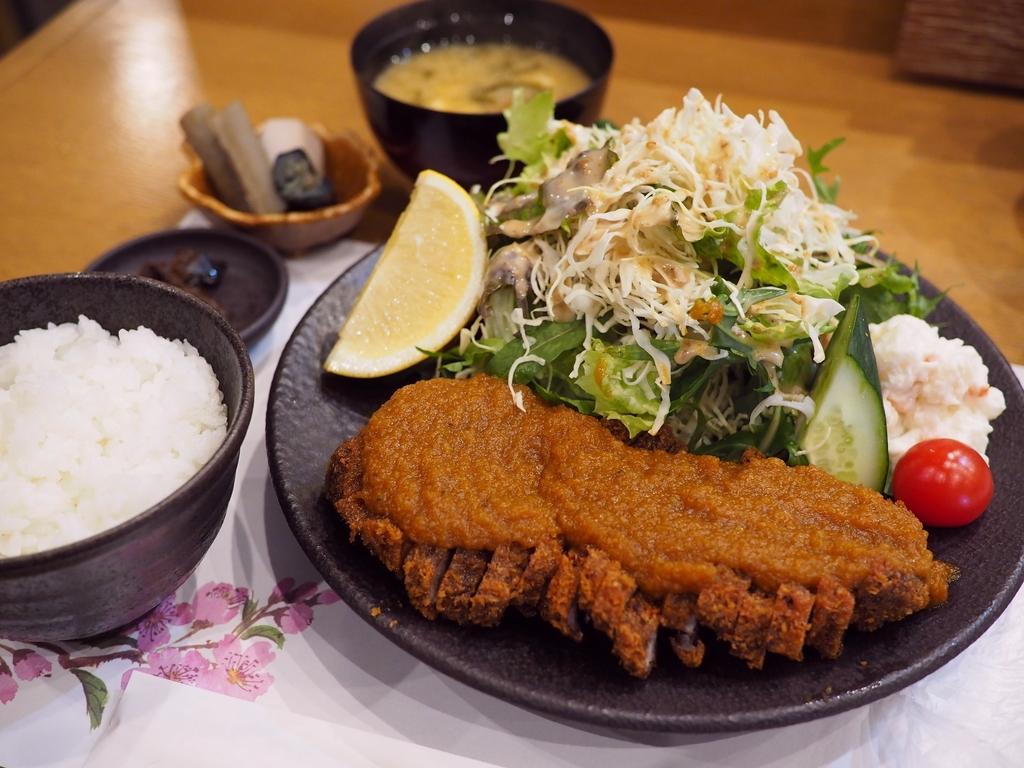 行列店監修のとんかつ定食も凄まじいボリュームで美味しくて大満足でした! 福島区 「料理処 河春」
