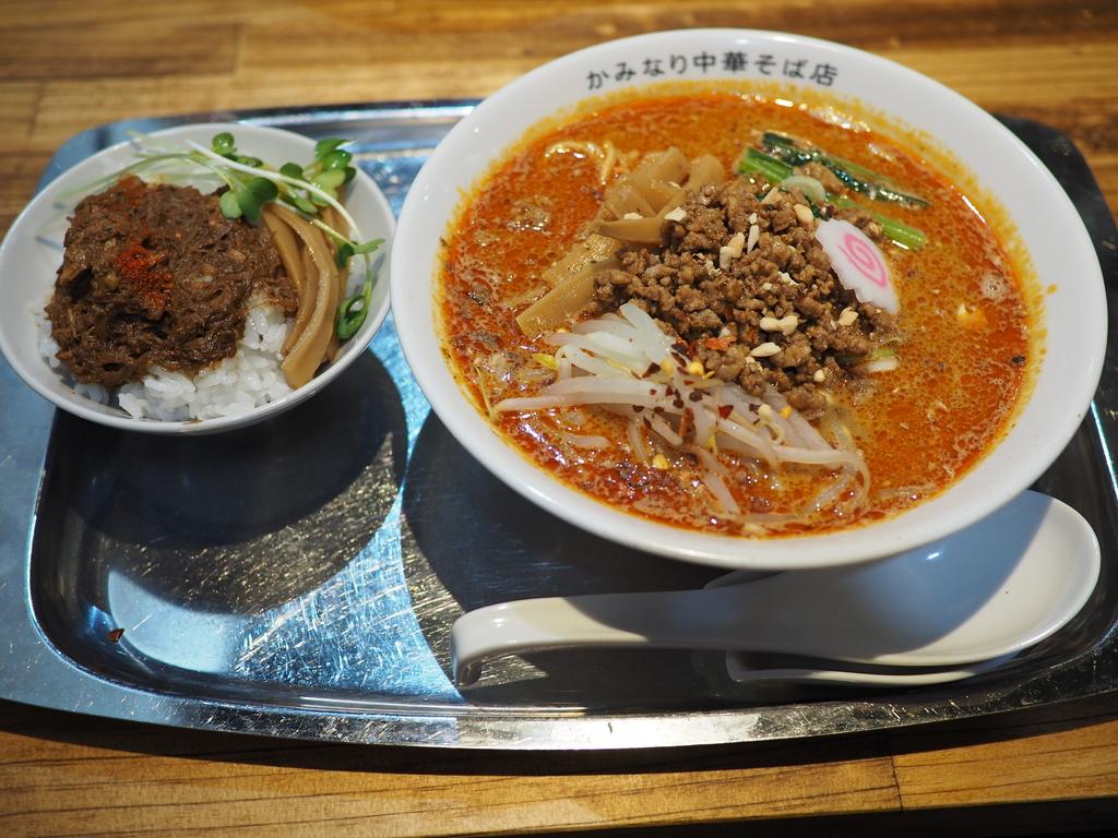 魚介出汁の深い旨みががよ~く効いた魚介担々麺も中華そばも感動的に美味しいです! 長居 「かみなり中華そば店」